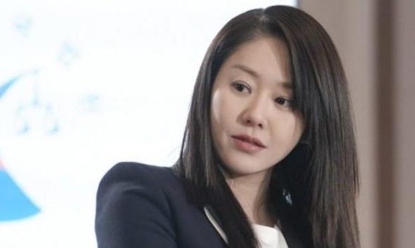 tingkah-buruk-go-hyun-jung
